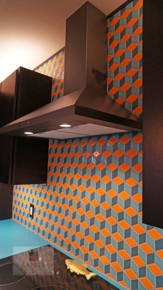 Kitchen design with geometric backsplash