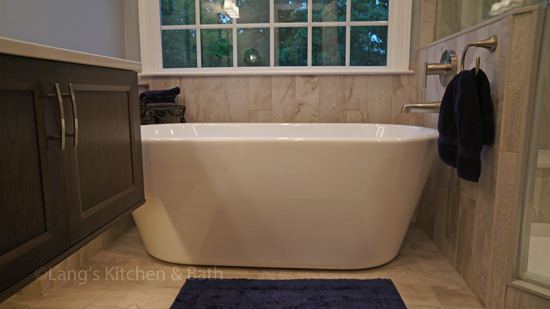 Bath design with freestanding tub