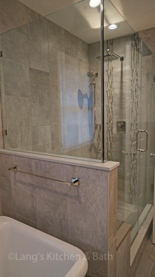 Bath design with glass shower door