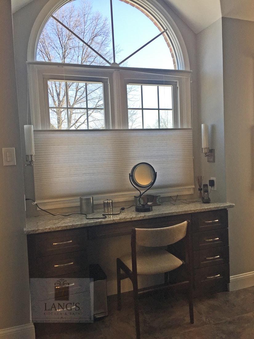 bathroom design with make up vanity