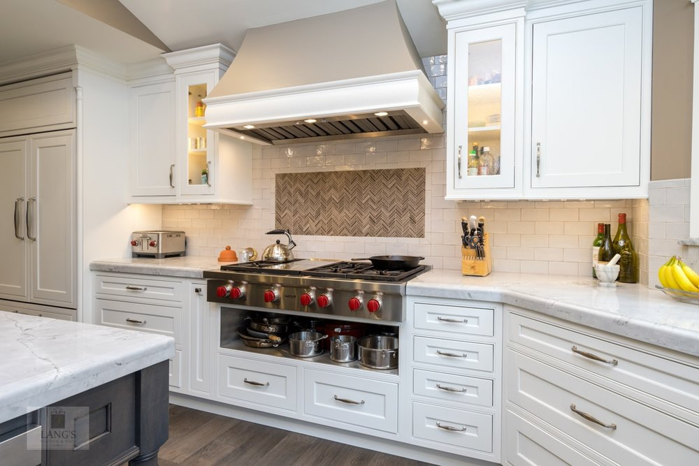 Kitchen design with tile backsplash feature