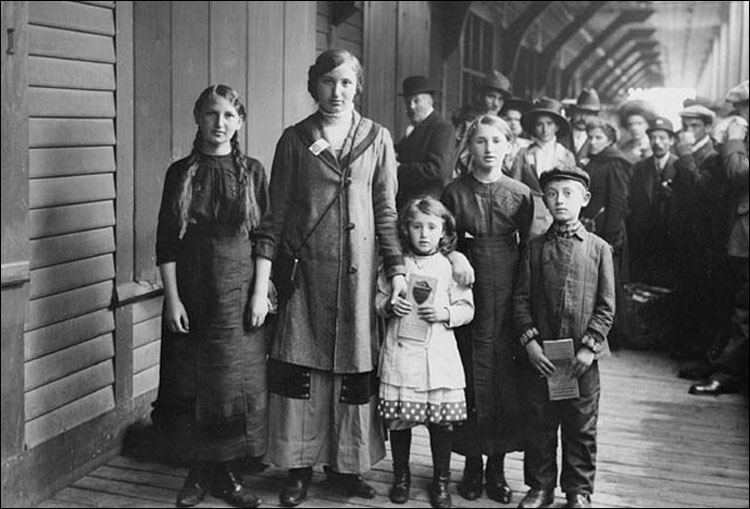 Young Jewish Immigrants at Ellis Island.jpg