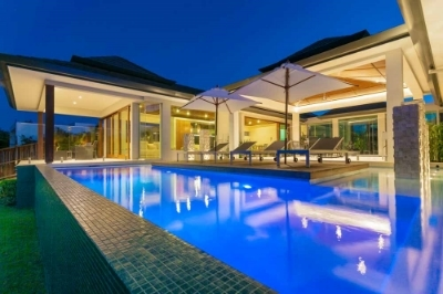 Award Winning Kuta House - Noosa Waters