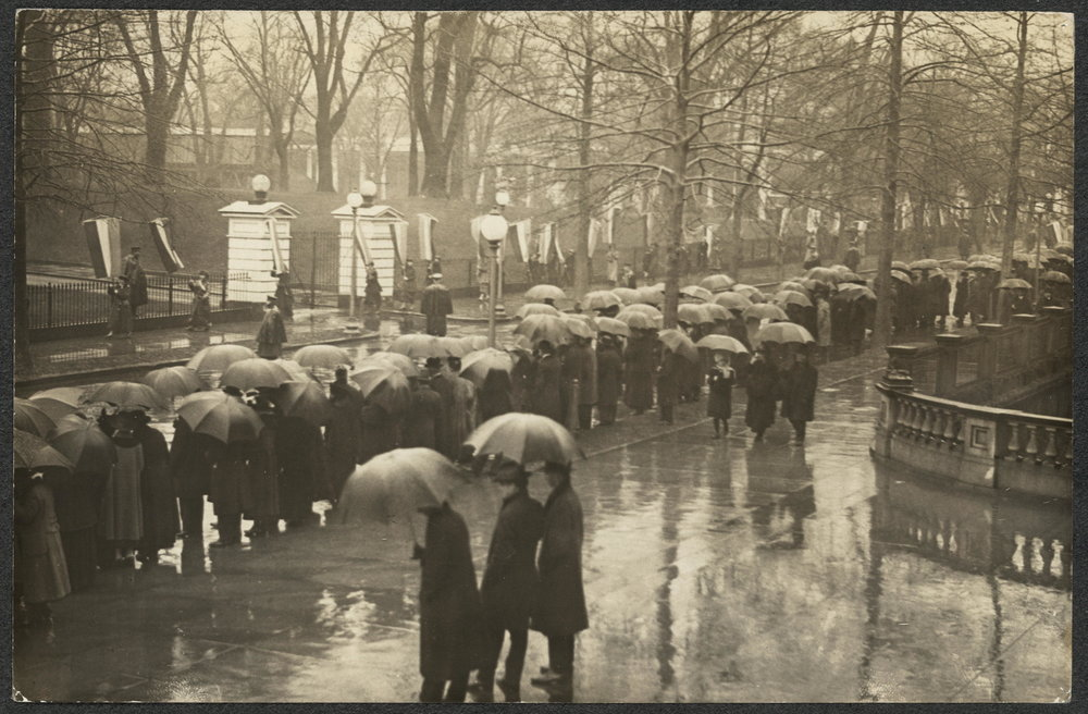 Demonstrators at White House during Wilson's second inauguration, March 4, 1917