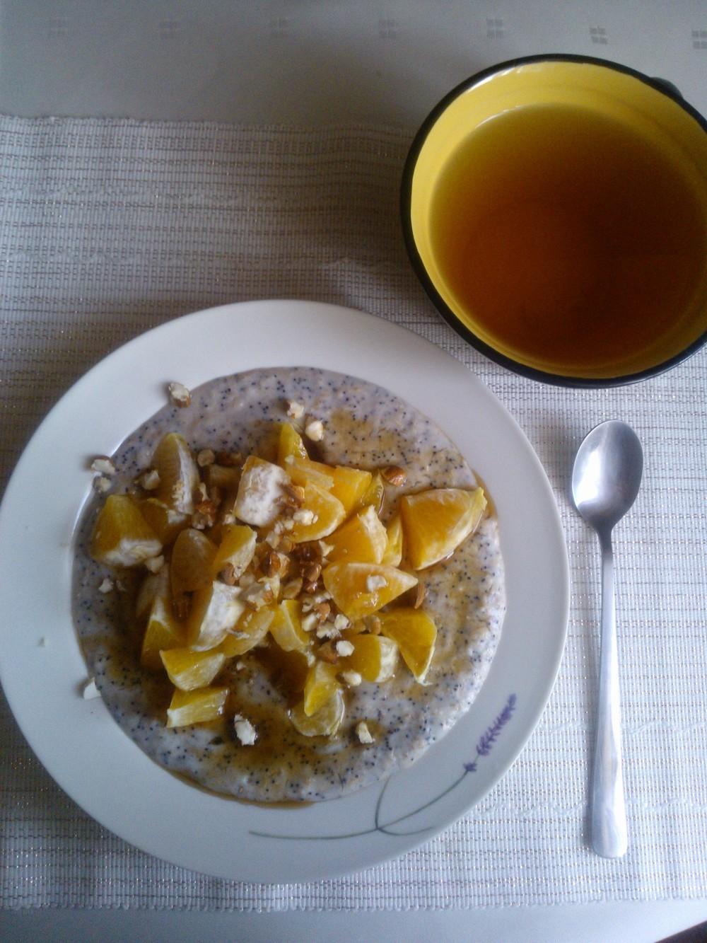 Pohánková kaša s makom, pomarančom, mandľami a javorovým sirupom