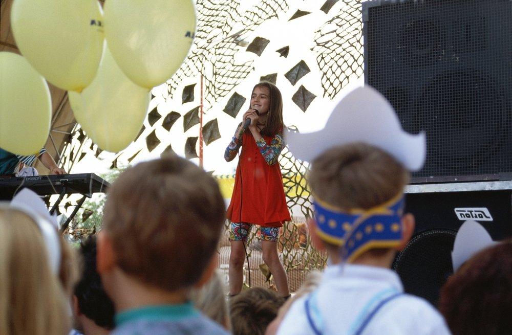 jedno z mnohých detských vystúpení, osobne som bola na tom v Jumbo centre v Košiciach, dodnes mám niekde Miškinu podpiskartu, ehm ;)