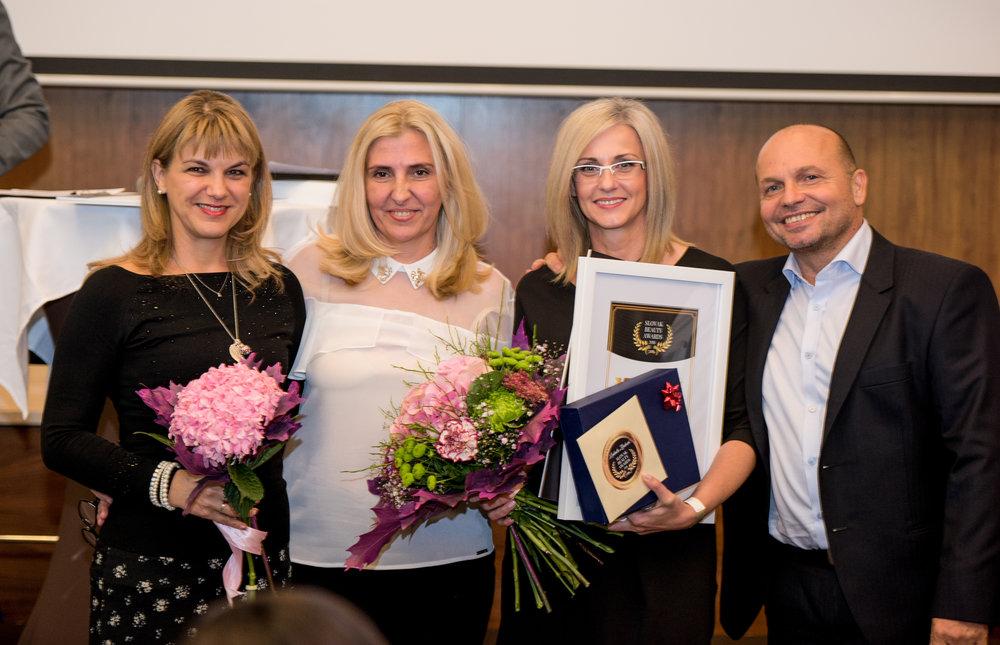 Kozmetičkou roka je pani Ľudmila Zbrehová zo salónu Guinot hotela Ozón v Bardejovských kúpeľoch, zájdite ju otestovať, ak to máte po ceste ;)