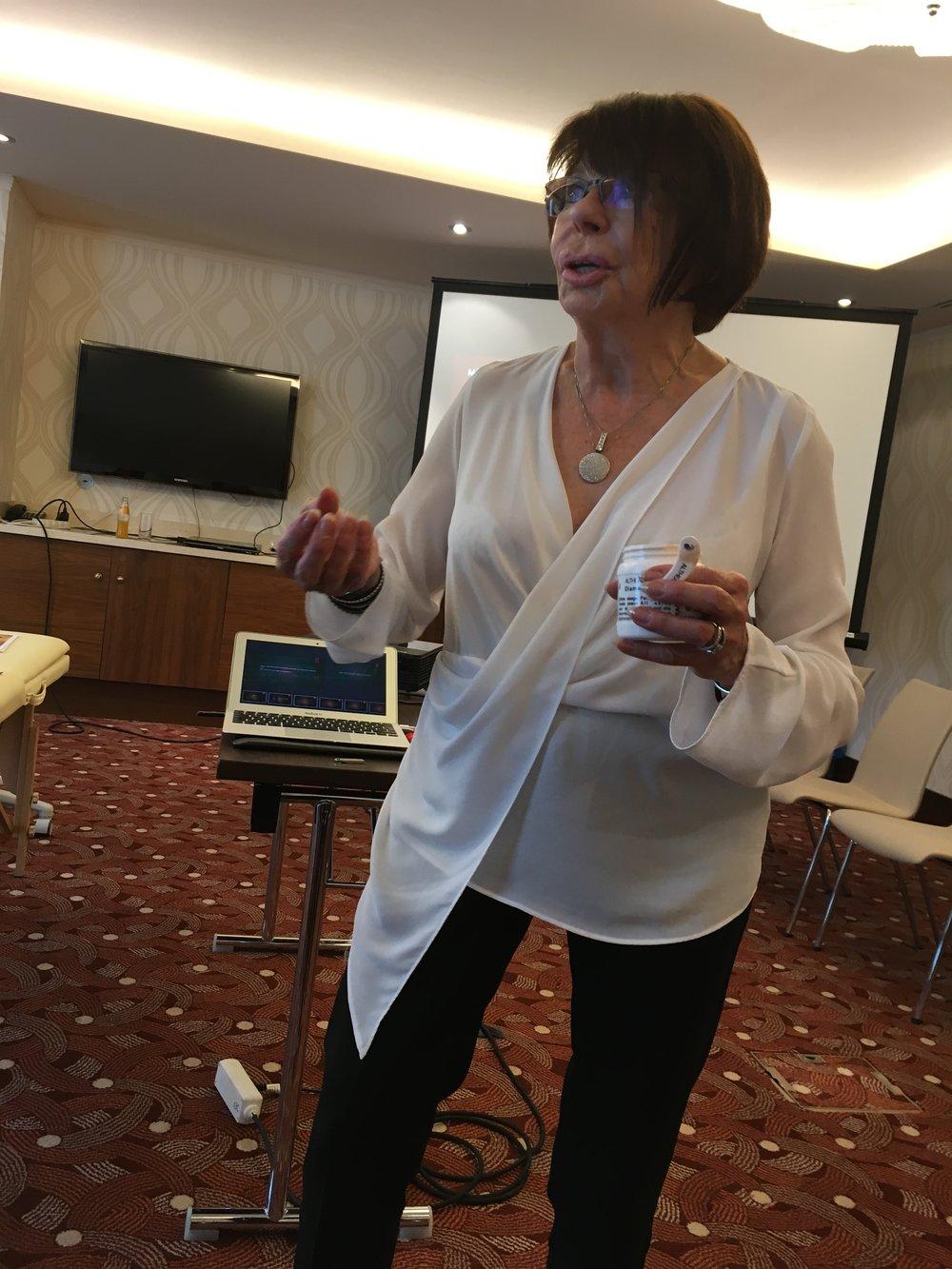 Na kongrese som stretla aj energickú Nicole Sinet, ktorá zastupuje francúzsku kozmetiku Altheagrey