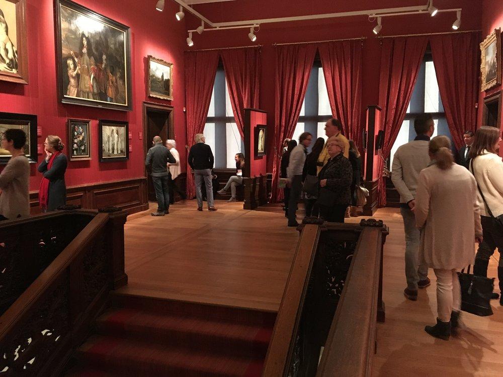 Ľudstvo v múzeu!A teraz si predstavte, že približne rovnakáplnka je v asi 16tich miestnostiach celého múzea naraz. Paráda!