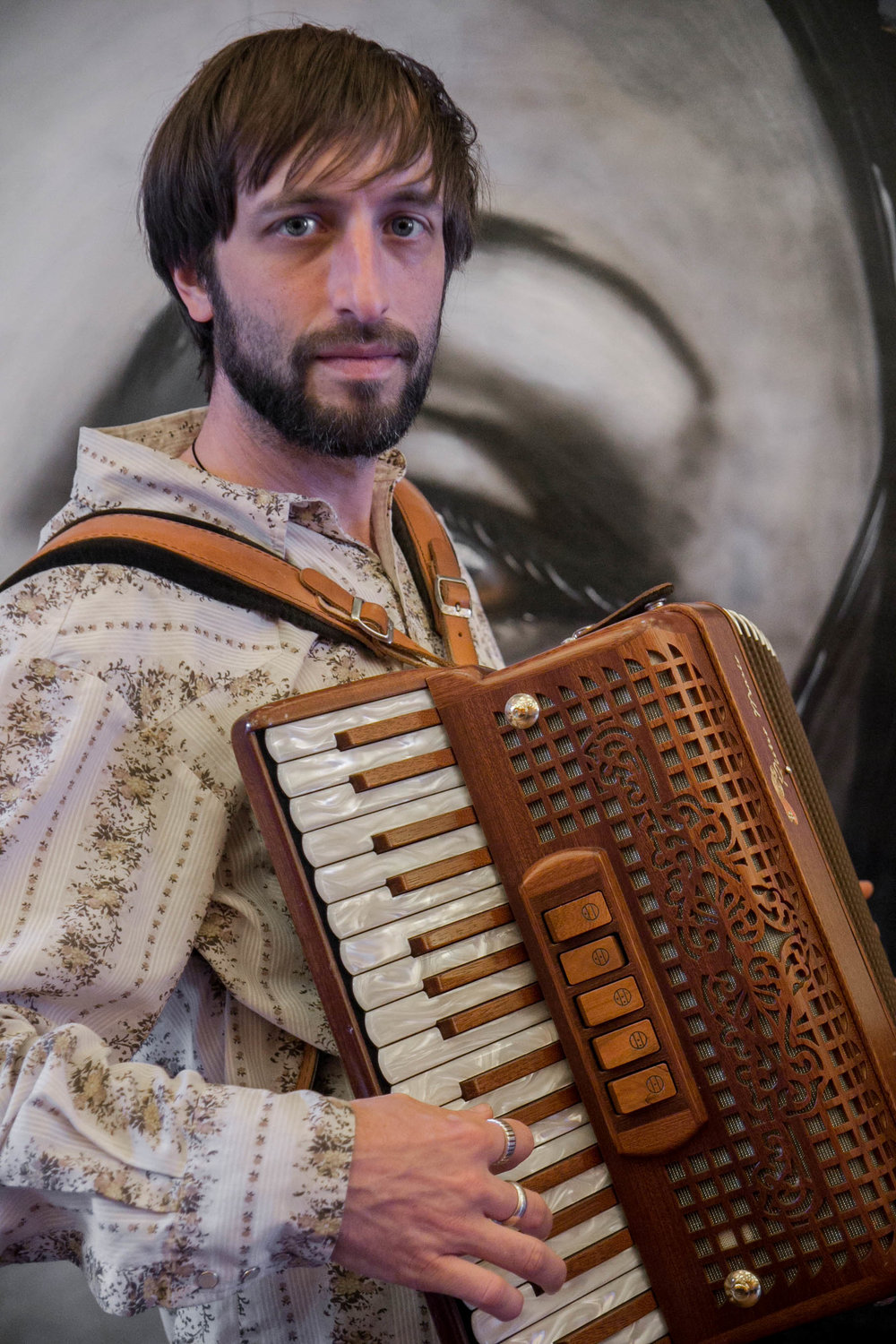 Matty Metcalfe - Matty Metcalfe is a virtuoso accordionist and multi-instrumentalist whose musical range includes Irish, bluegrass, Klezmer, classical, jazz, pop, and zydeco styles. He is also in demand as a session and touring musician, musical director/arranger for theatrical productions, and pedagogue. The diversity of instruments and approaches that he brings to Lua illuminate each song and add color to the prismatic blend of tones in the sonic space the group creates.http://www.mattymetcalfe.com/