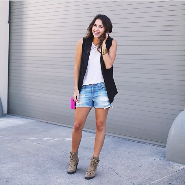 Casual dressed up with a sleeveless blazer! 📷: @natalie_dressed. #style #ootd #streetstyle #sleeveless