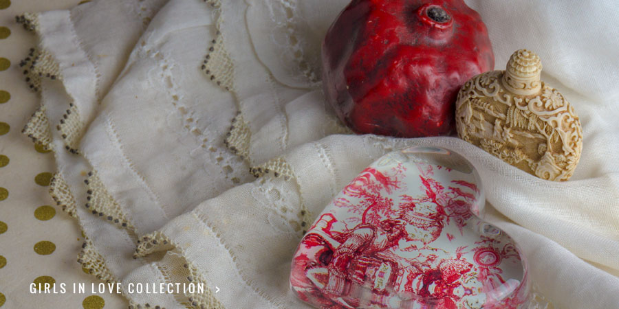 Girls in Love 'Red Toile' Paperweight