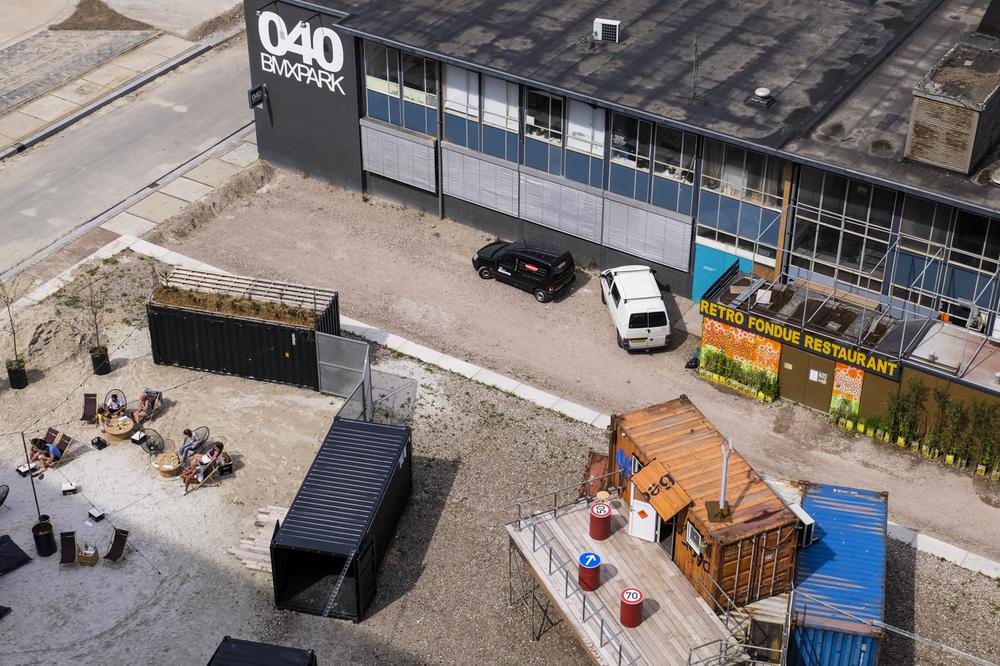 Installation view.MU artspace  /Stadsstrandje van ODL (Photo credit: Hanneke Wetzer)