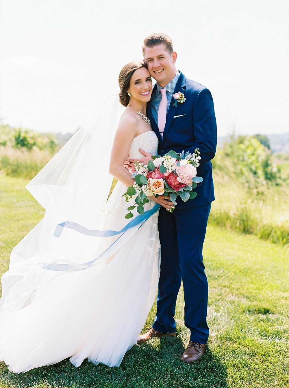 Sweet first look photos at Gettysvue Country Club in Knoxville | Simply Jessica Marie's Southern Wedding | Photo by Perry Vaile Photography