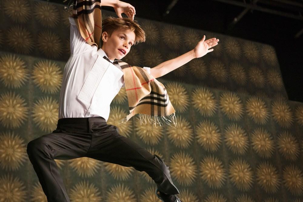 Romeo-Beckham-2-Burberry-Festive-Film-BTS-Vogue-30Oct15_b.jpg