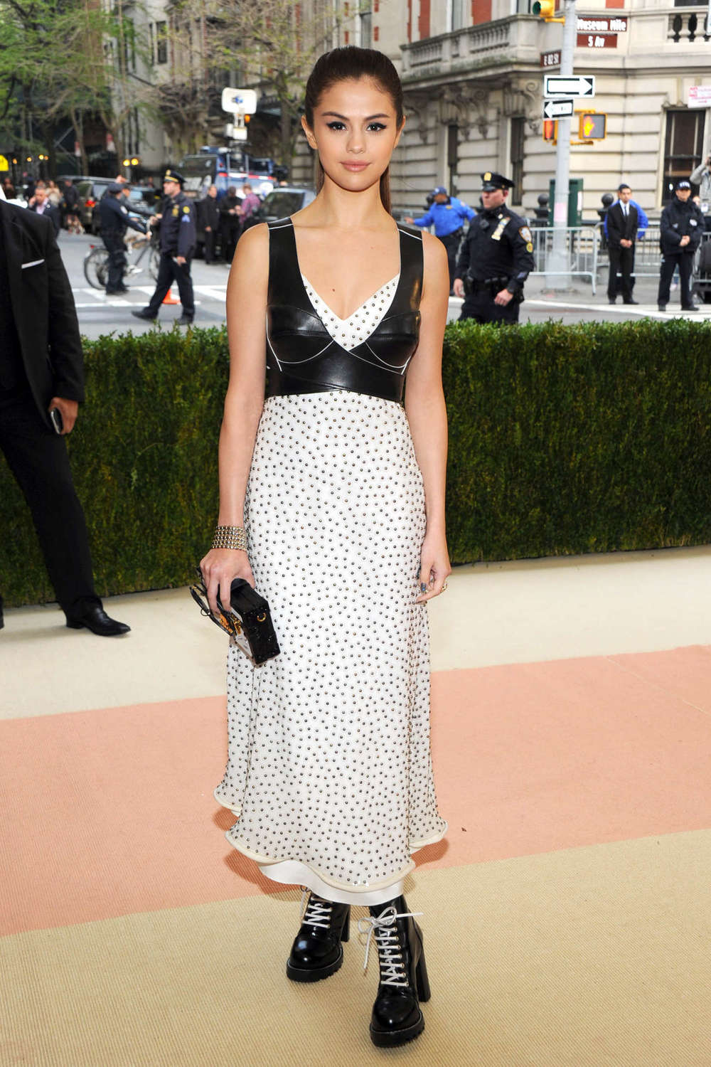 selena-gomez-in-louis-vuitton-at-2016-met-gala-in-new-york-city-3.jpg