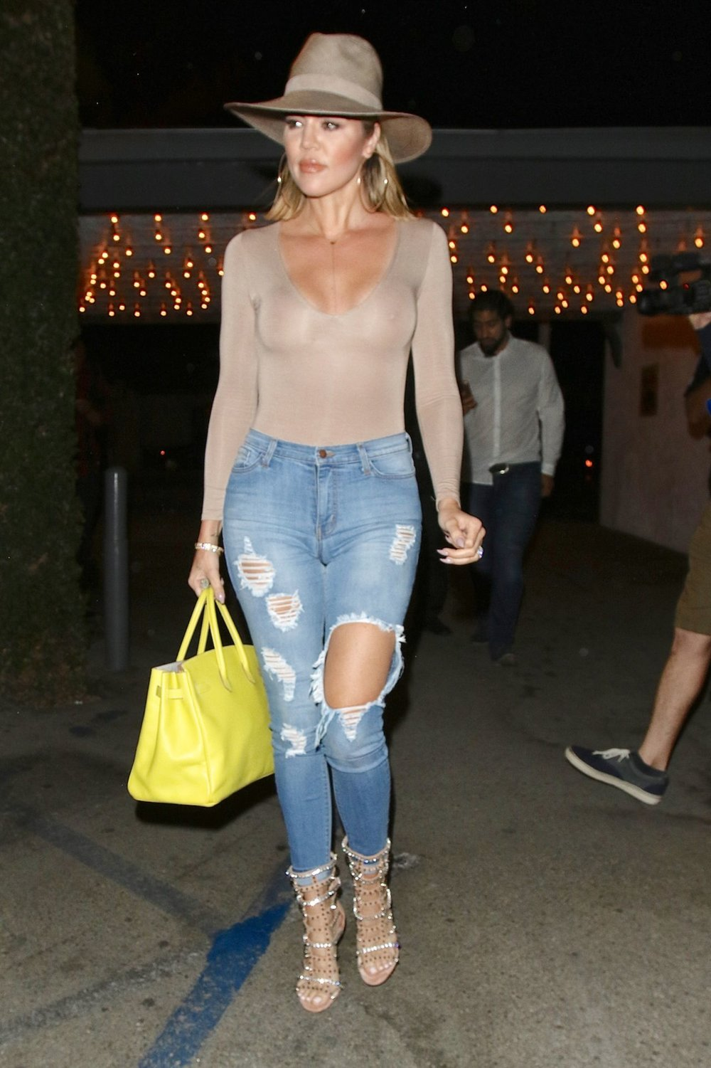 khloe-kardashian-in-ripped-jeans-leaving-casa-vega-restaurant-in-sherman-oaks-7-16-2016-4.jpg