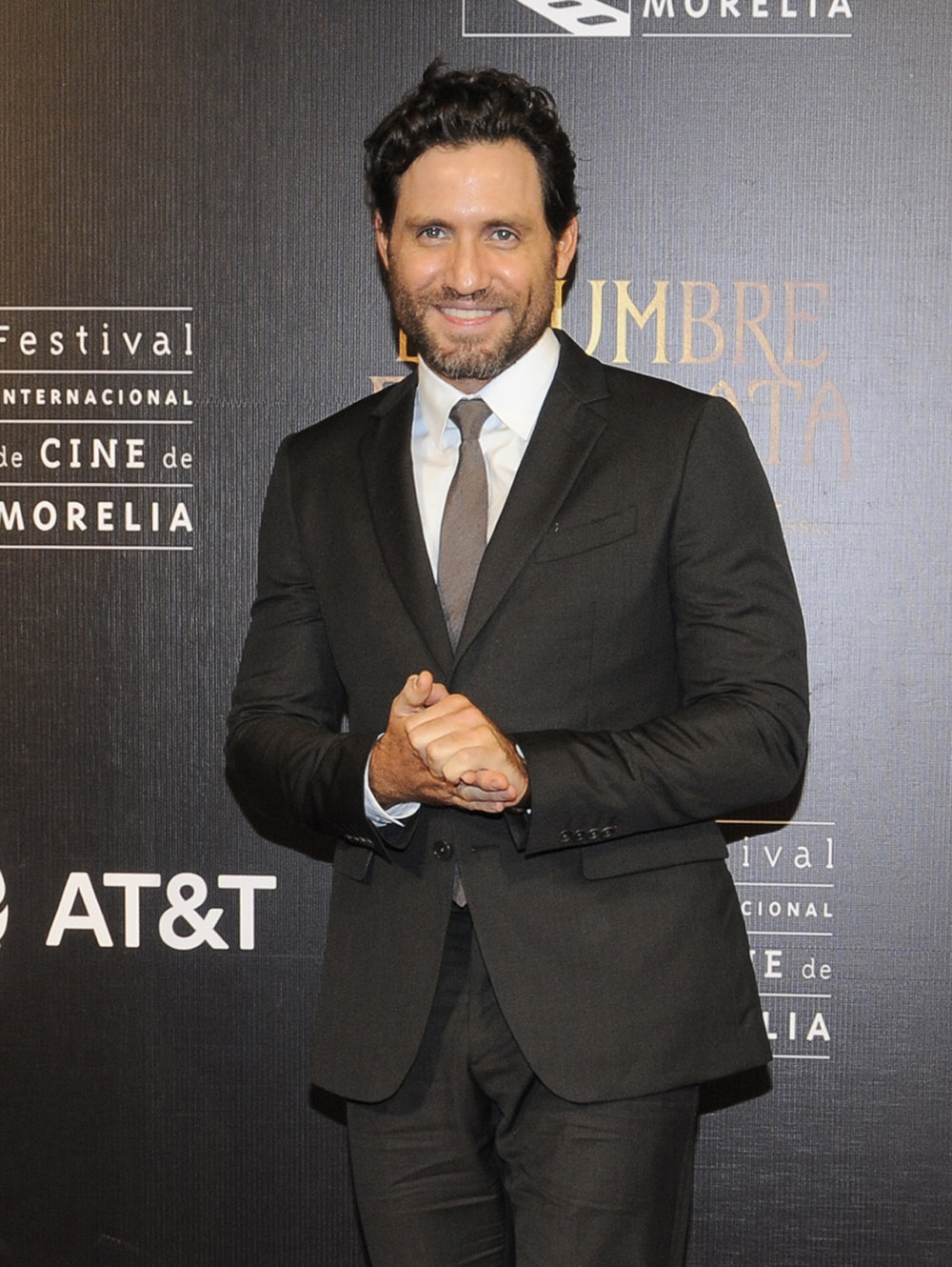2 edgar-ramirez-sexiest-red-carpet-03.jpg