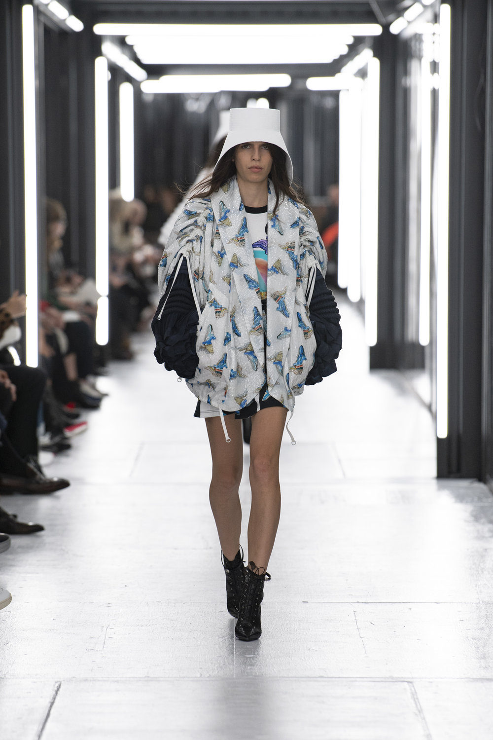 Louis_Vuitton_SS19_Look_08.jpg