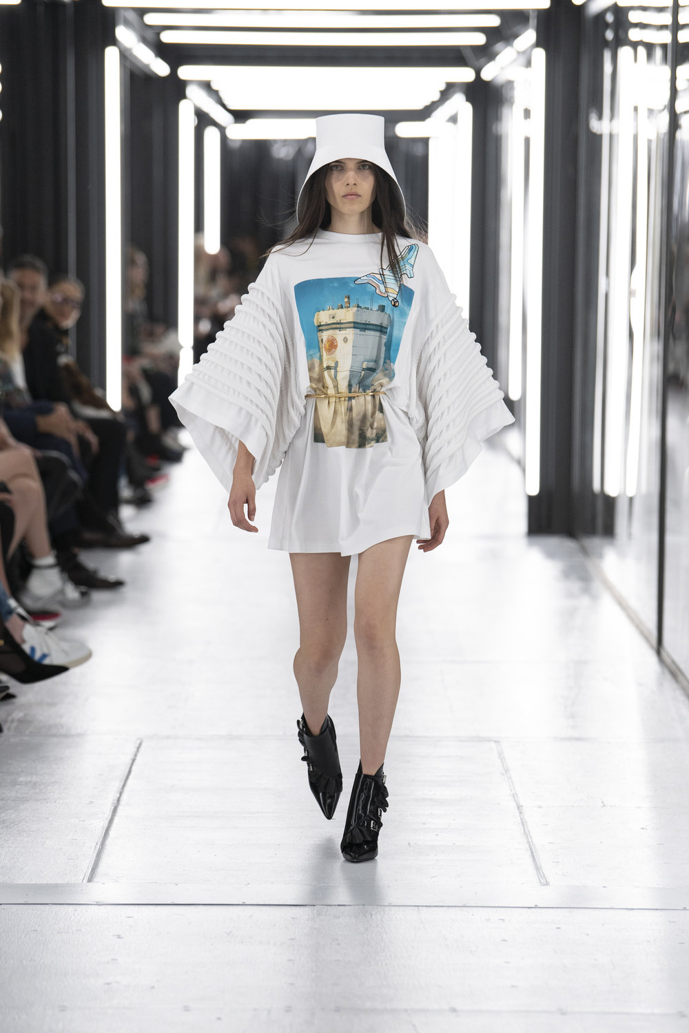 Louis_Vuitton_SS19_Look_09.jpg