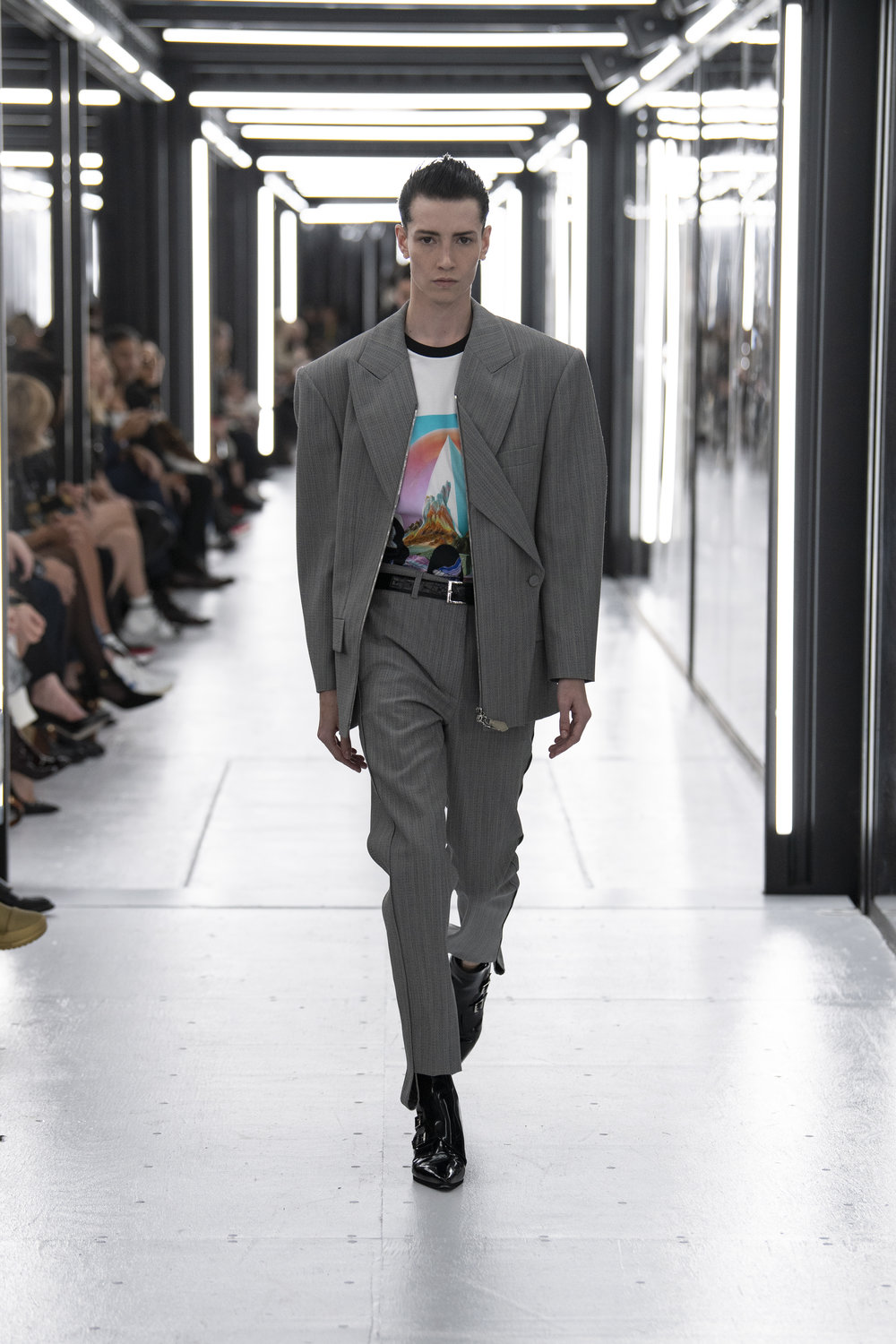 Louis_Vuitton_SS19_Look_11.jpg