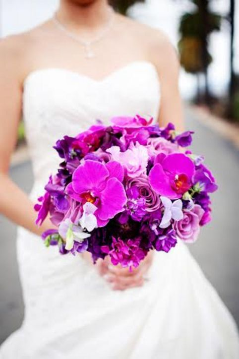 7-v-radiant-orchid-wedding-inspiration-1213-h724.jpg