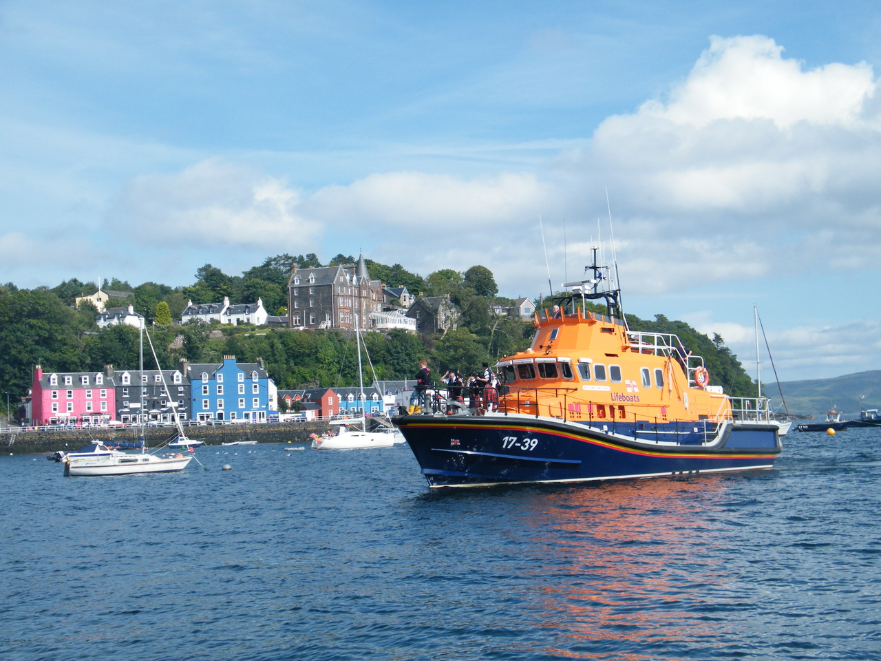 Pipers on the Tobermory Lifeboat