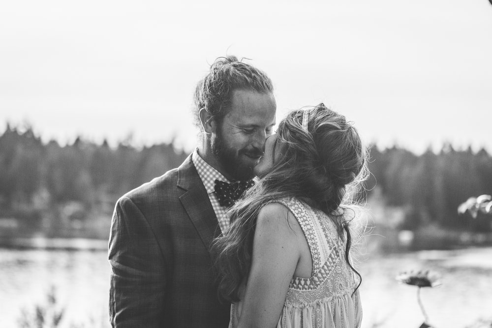 seattle_tacoma_pnw_photographer_beachwedding_seattlephotographer_weddingphotography_modernweddings_beautifulbride_seattlebride_bellevuebride_pnwbride_washington_engagment_photoshoot-32.jpg
