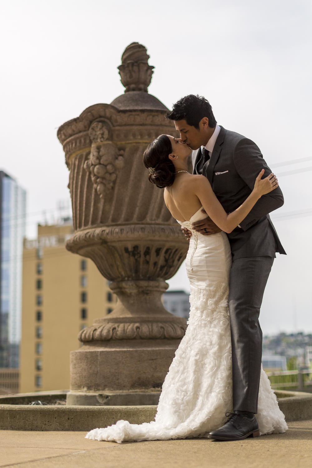 motifhotel_seattle_tacoma_pnw_photographer_wedding_photographer_weddingphotography_modernweddings_beautifulbride_seattlebride_bellevuebride_pnwbride_washington_hawaiianweddings-40.jpg