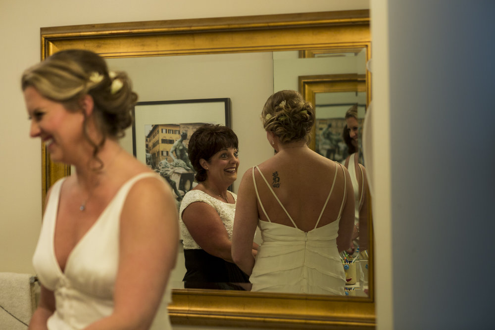 lesbian_seattle_gay_pnw_photographer_wedding_photographer_weddingphotography_modernweddings_beautifulbride_seattlebride_bellevuebride_pnwbride_washington_gayweddings-6.jpg