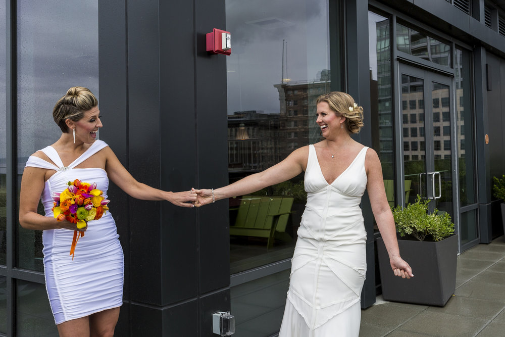 lesbian_seattle_gay_pnw_photographer_wedding_photographer_weddingphotography_modernweddings_beautifulbride_seattlebride_bellevuebride_pnwbride_washington_gayweddings-14.jpg