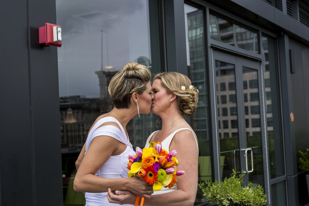 lesbian_seattle_gay_pnw_photographer_wedding_photographer_weddingphotography_modernweddings_beautifulbride_seattlebride_bellevuebride_pnwbride_washington_gayweddings-15.jpg