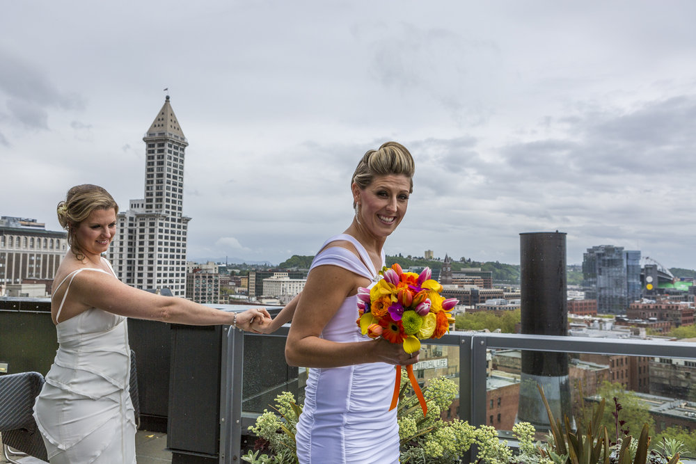 lesbian_seattle_gay_pnw_photographer_wedding_photographer_weddingphotography_modernweddings_beautifulbride_seattlebride_bellevuebride_pnwbride_washington_gayweddings-17.jpg
