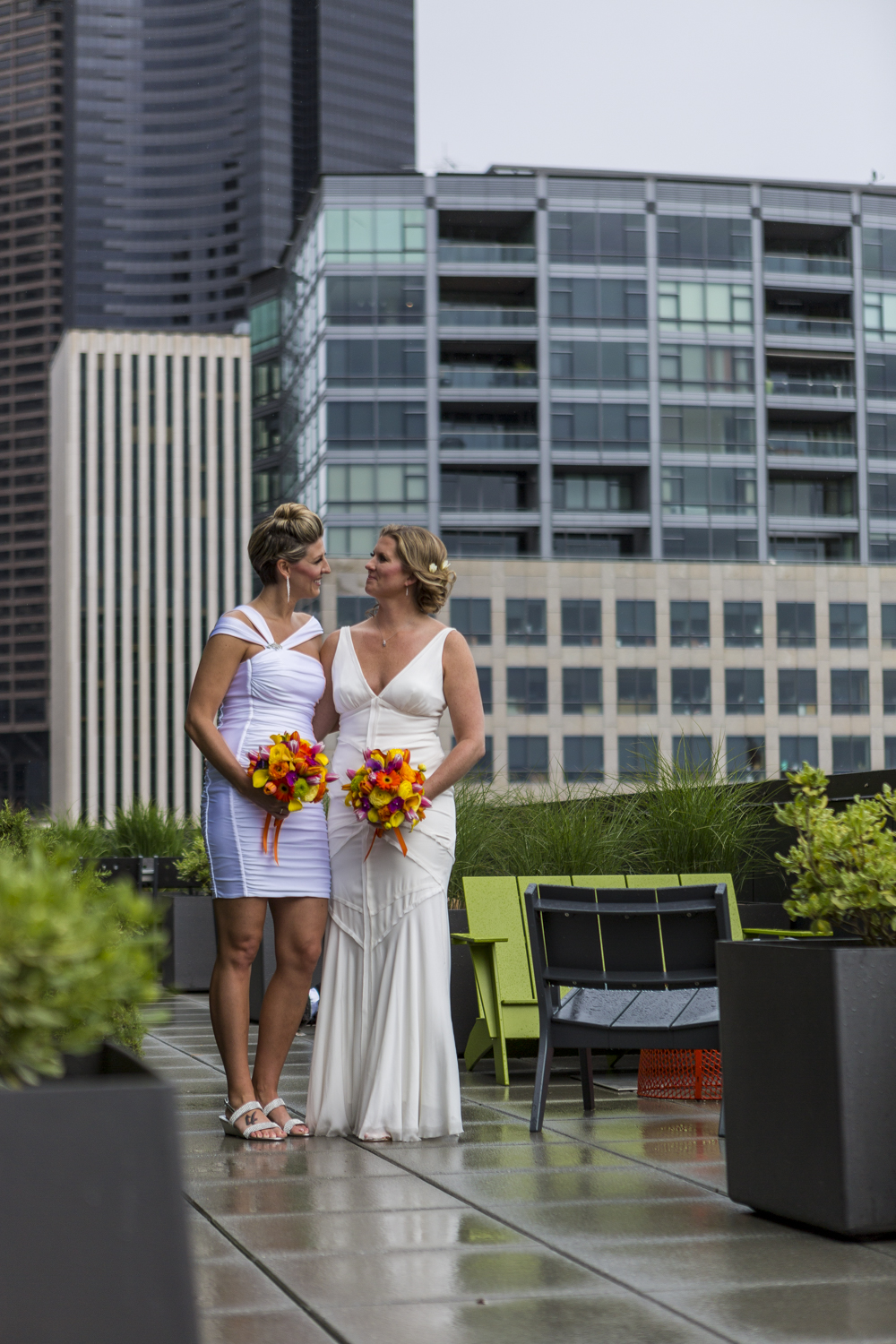 lesbian_seattle_gay_pnw_photographer_wedding_photographer_weddingphotography_modernweddings_beautifulbride_seattlebride_bellevuebride_pnwbride_washington_gayweddings-18.jpg