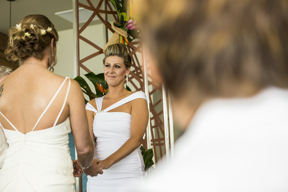 lesbian_seattle_gay_pnw_photographer_wedding_photographer_weddingphotography_modernweddings_beautifulbride_seattlebride_bellevuebride_pnwbride_washington_gayweddings-36.jpg