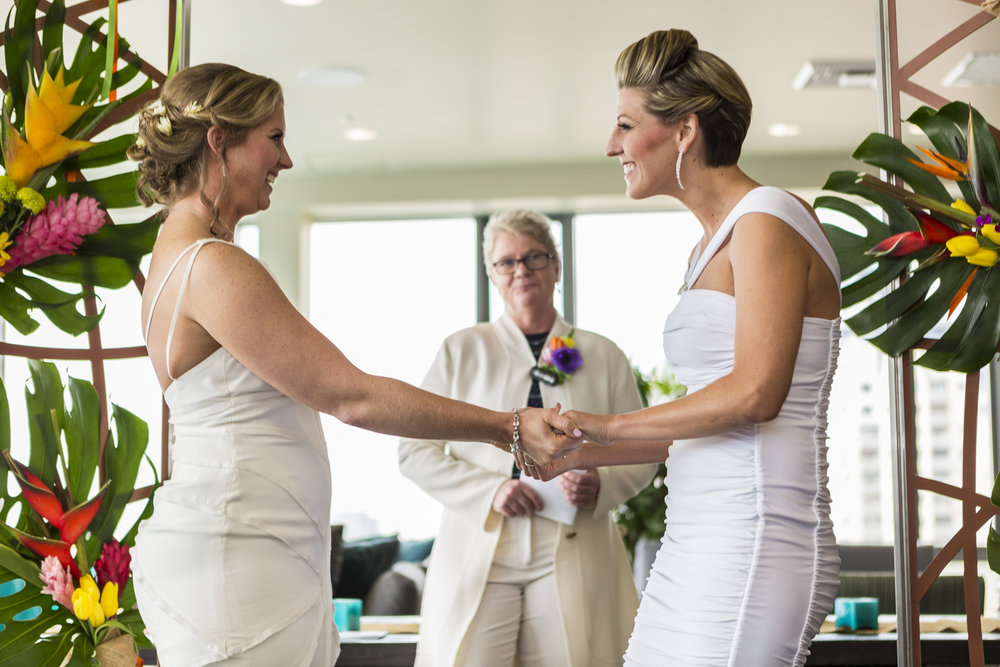 lesbian_seattle_gay_pnw_photographer_wedding_photographer_weddingphotography_modernweddings_beautifulbride_seattlebride_bellevuebride_pnwbride_washington_gayweddings-48.jpg
