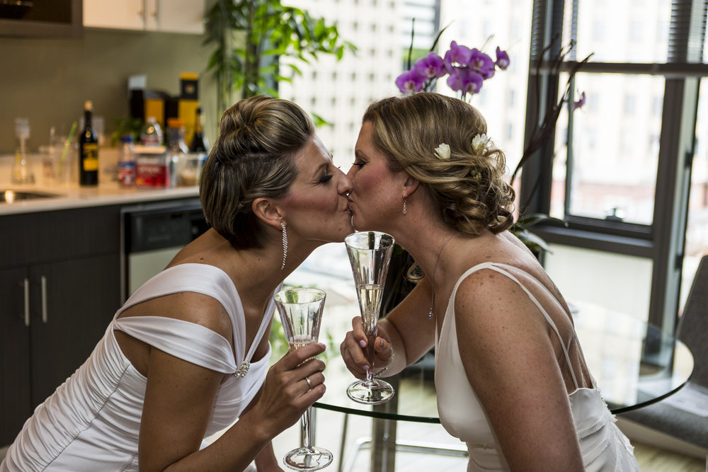 lesbian_seattle_gay_pnw_photographer_wedding_photographer_weddingphotography_modernweddings_beautifulbride_seattlebride_bellevuebride_pnwbride_washington_gayweddings-52.jpg