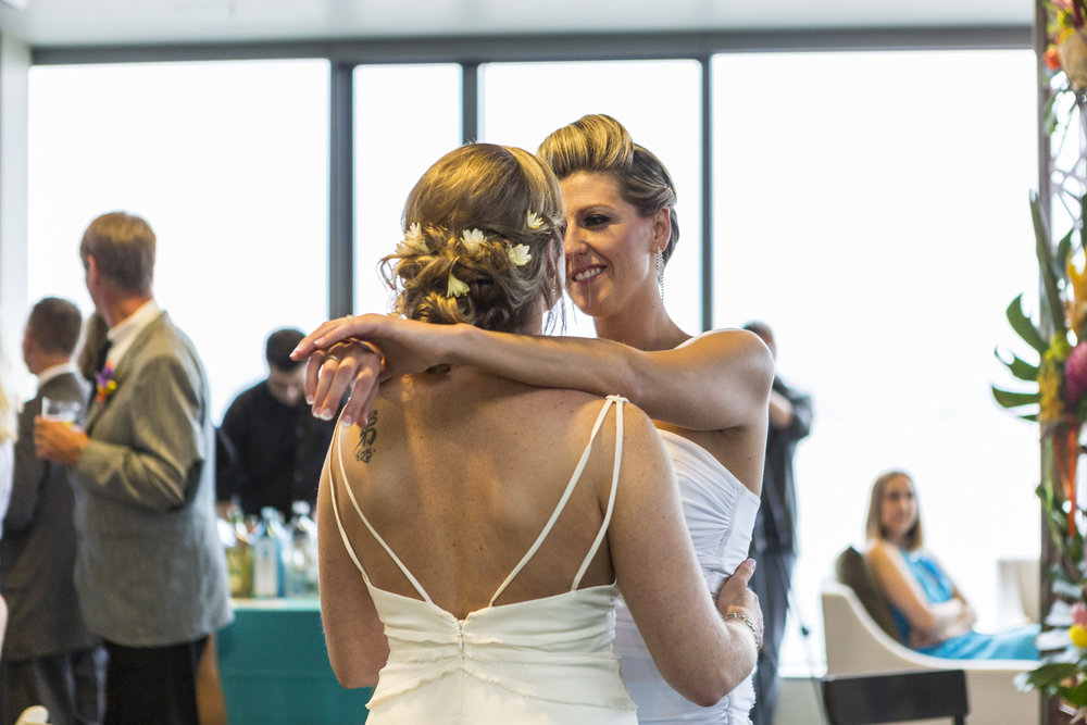 lesbian_seattle_gay_pnw_photographer_wedding_photographer_weddingphotography_modernweddings_beautifulbride_seattlebride_bellevuebride_pnwbride_washington_gayweddings-69.jpg