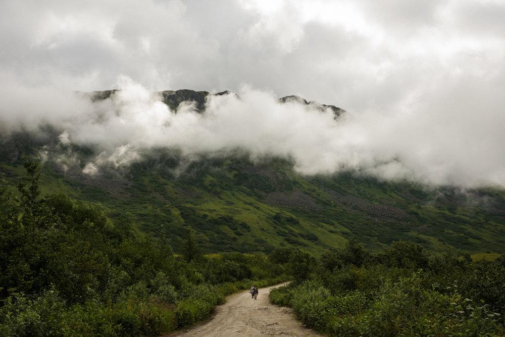 TaraShupe_Photography_Alaska_RockClimbing_HatchersPass_Travel_Photographer_Women_Adventure_004.jpg