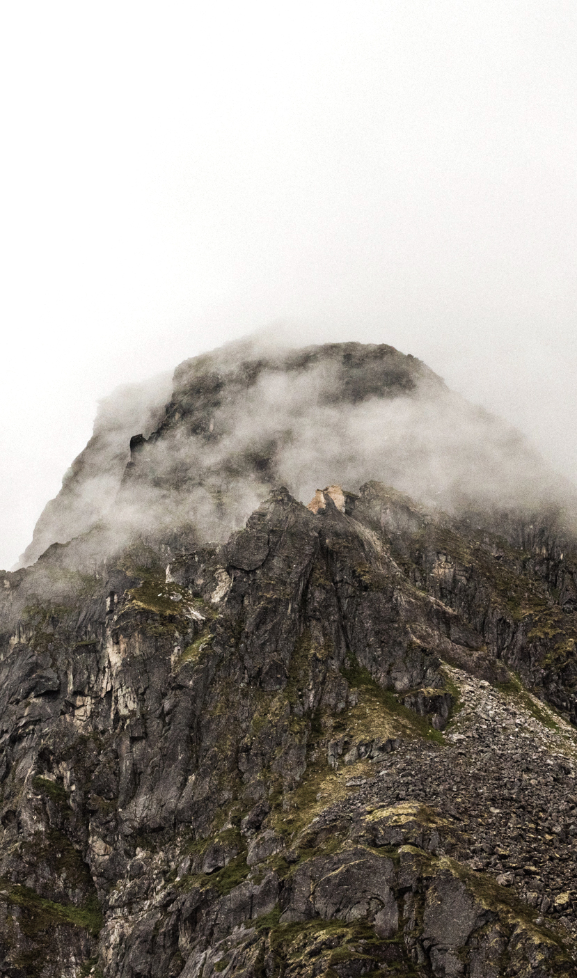 TaraShupe_Photography_Alaska_RockClimbing_HatchersPass_Travel_Photographer_Women_Adventure_009.jpg