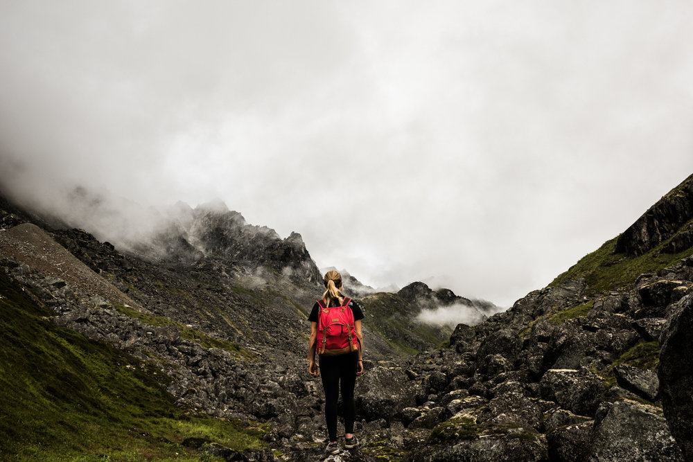 TaraShupe_Photography_Alaska_RockClimbing_HatchersPass_Travel_Photographer_Women_Adventure_012.jpg