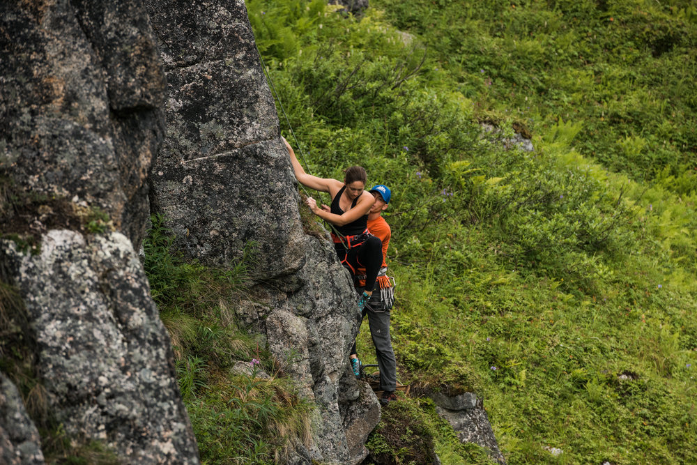 TaraShupe_Photography_Alaska_RockClimbing_HatchersPass_Travel_Photographer_Women_Adventure_034.jpg