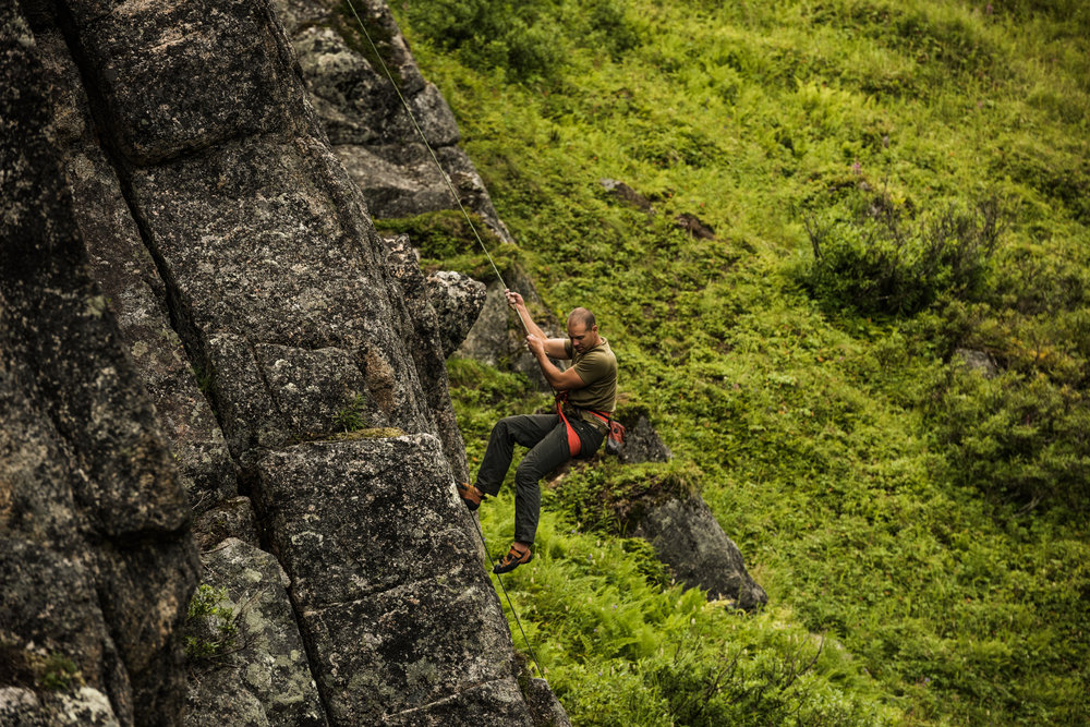 TaraShupe_Photography_Alaska_RockClimbing_HatchersPass_Travel_Photographer_Women_Adventure_037.jpg