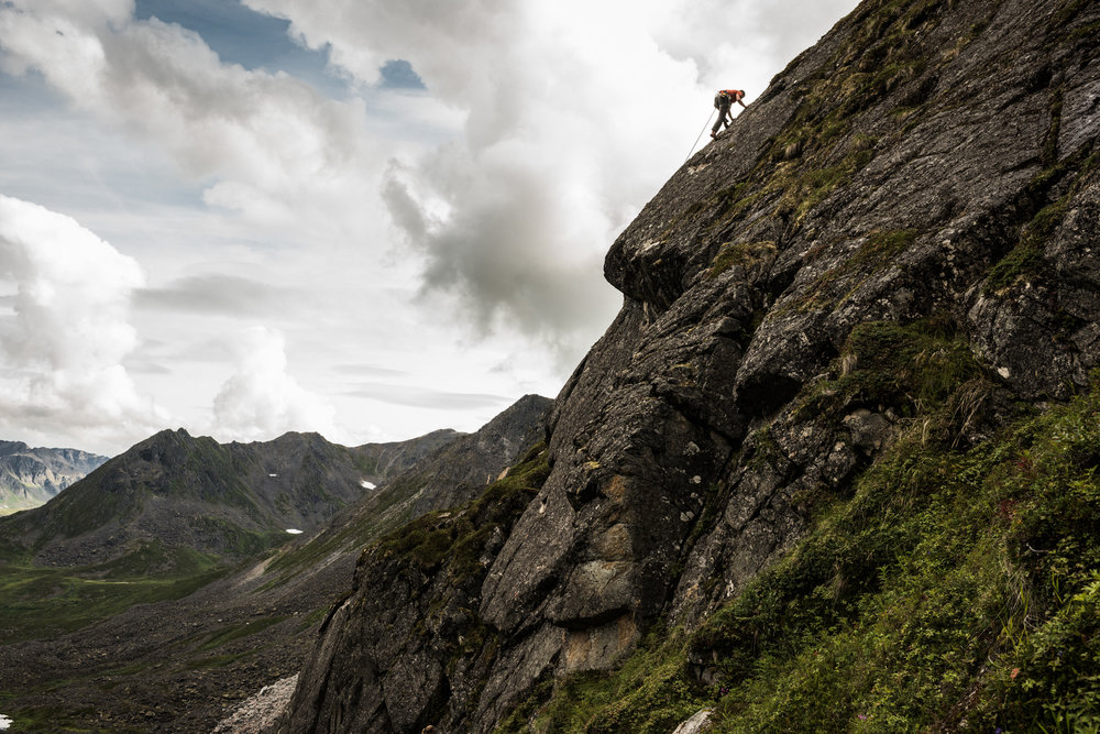 TaraShupe_Photography_Alaska_RockClimbing_HatchersPass_Travel_Photographer_Women_Adventure_056.jpg
