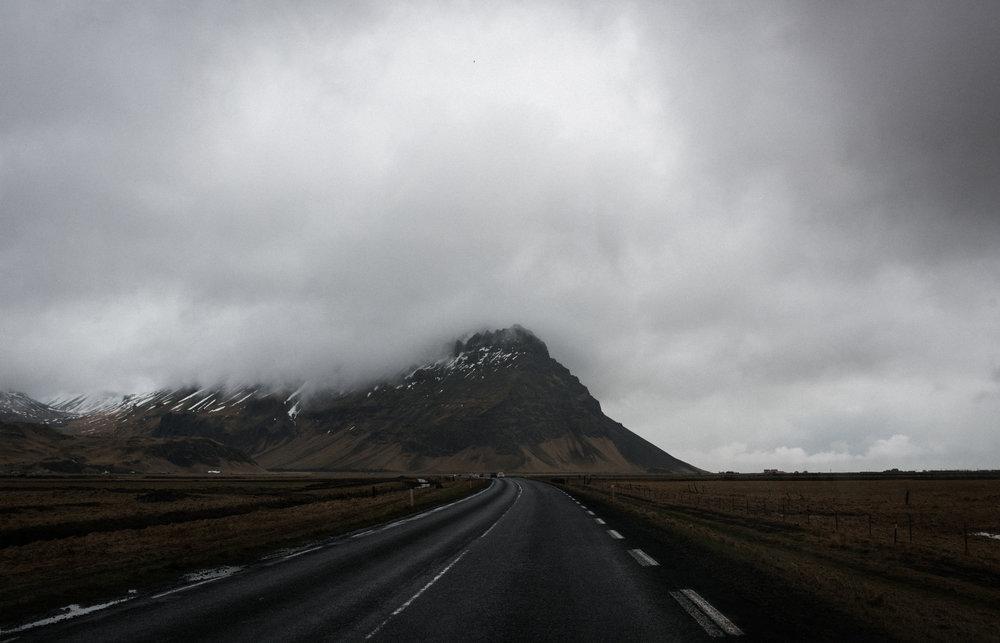 ICELAND_WOMAN_PHOTOGRAPHER_TARASHUPE_OUTDOOR_PHOTOGRAPHY_012.jpg