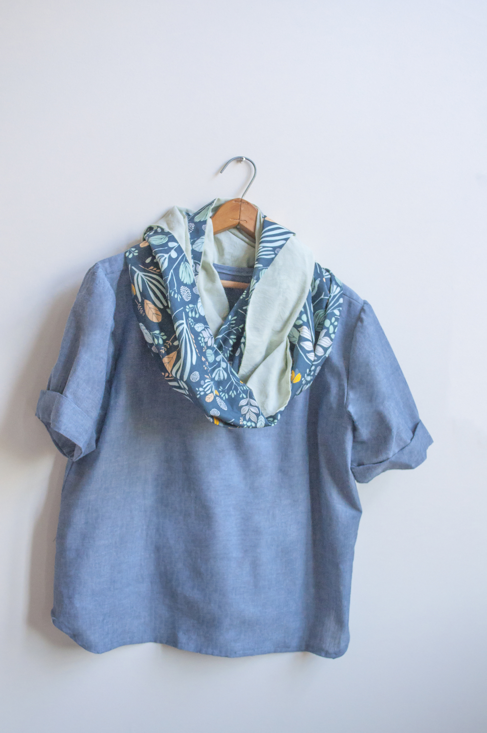 Scout Tee Madewell Variation with Leah Duncan Morning Walk Infinity Scarf