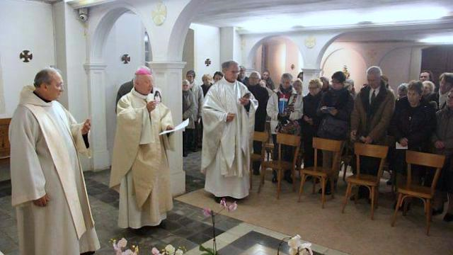the crypt of the visitation at caen, where leonie martin is buried.  from left, the vice-postulator, father antonio sangalli, o.c.d., and mgr jean-claude boulanger, bishop of bayeux and lisieux