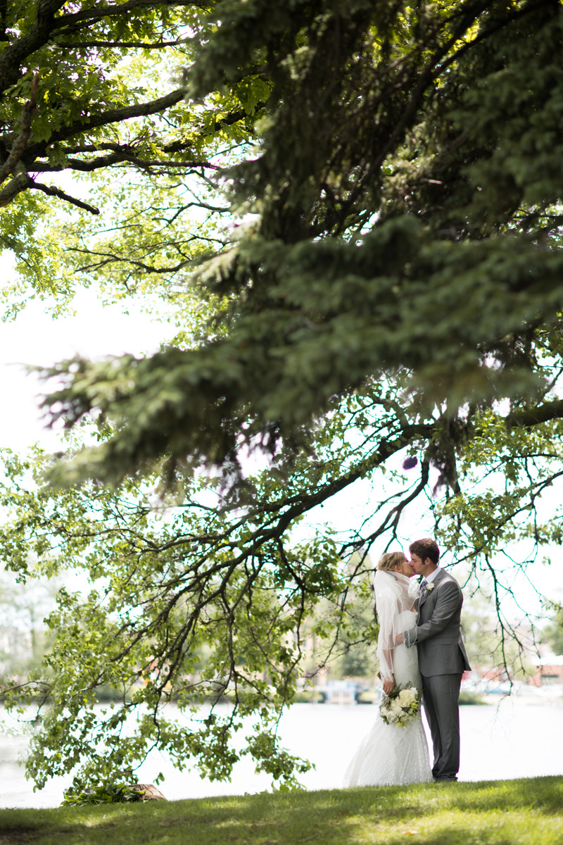 couple-wedding-portraits-green-blue
