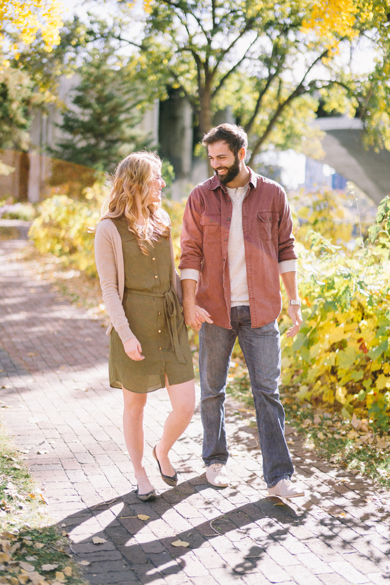 minneapolis fall engagement pictures