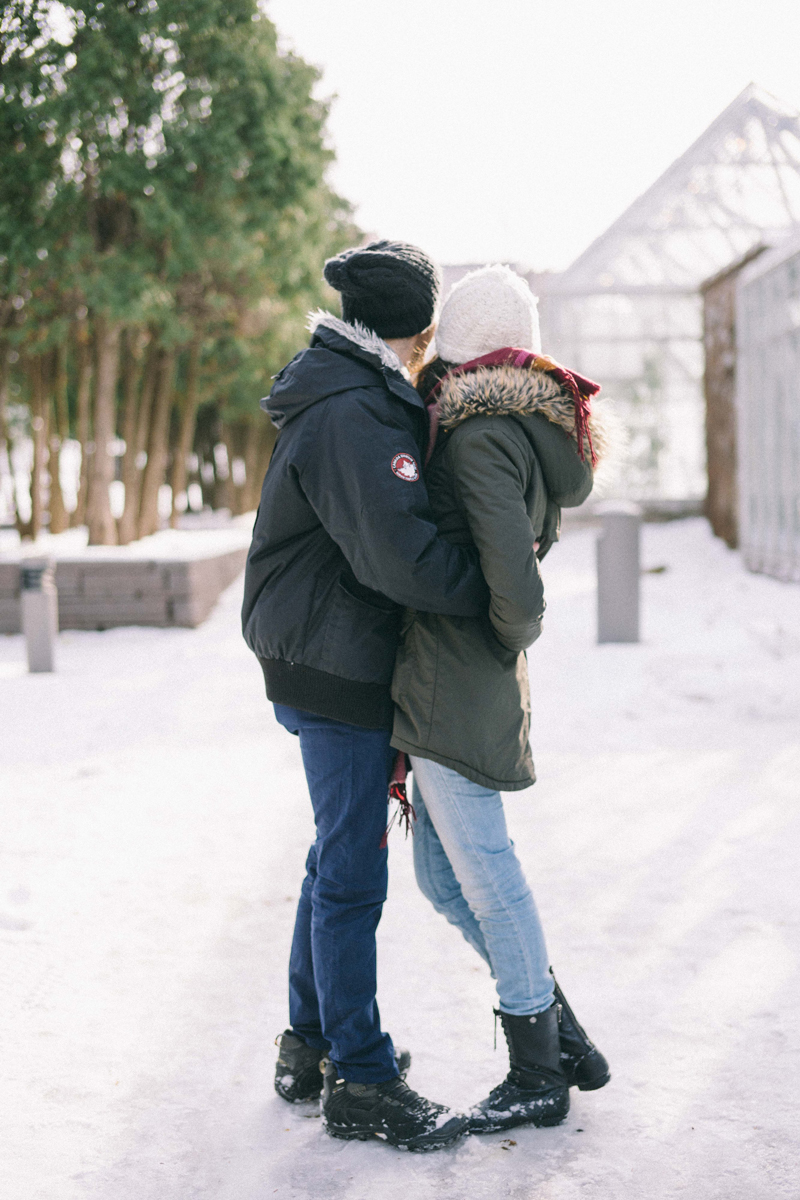 minneapolis engagement photos in the winter